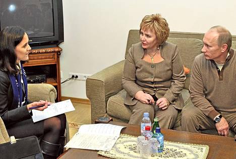 Venäjän silloinen pääministeri Vladimir Putin ja Ljudmila Putina osallistuivat väestönlaskennan kyselyyn Moskovassa lokakuussa 2010.
