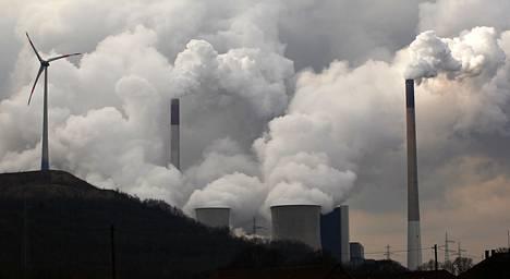 Hiilivoimala työntää savua ilmaan  Gelsenkirchenissä Saksassa. Eniten terveyshaittaa aiheuttavat hengitettävät mikroskooppiset pienhiukkaset, joita tulee pääasiassa fossiilisten polttoaineiden polttamisesta