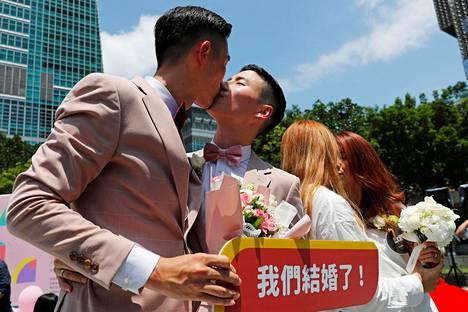 Taiwanissa vihittiin perjantaina ensimmäiset samaa sukupuolta olevat pariskunnat.