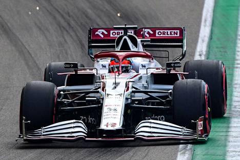 Kimi Räikkönen otti 16. ruudun sunnuntain kisaan.