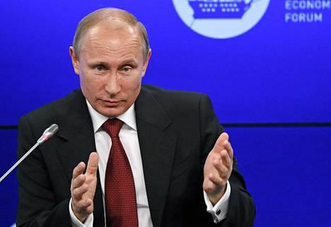 Venäjän presidentti Vladimir Putin puhui Pietarin talousfoorumissa perjantaina.