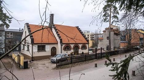 Eliel Saarisen suunnittelema sähkölaitos muuntamotorneineen otettiin käyttöön vuonna 1915.