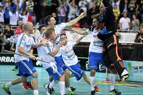 Suomi juhli salibandyn MM-kultaa Latviassa joulukuussa.