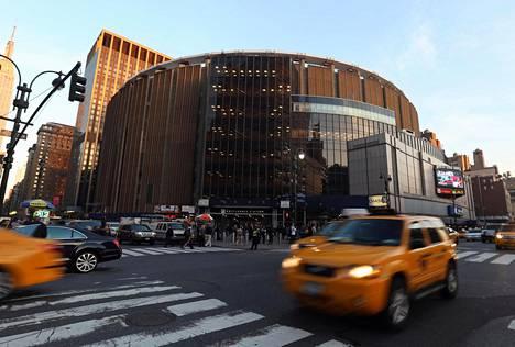 Madison Square Garden sijaitsee Manhattanilla seitsemännen ja kahdeksannen avenuen välissä 31. kadulta 33. kadulle. Kuva on vuodelta 2013.
