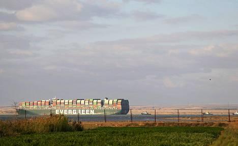 400-metrinen konttialus Ever Given saatiin irrotettua Suezin kanavasta maanantai-iltapäivällä Suomen aikaa.