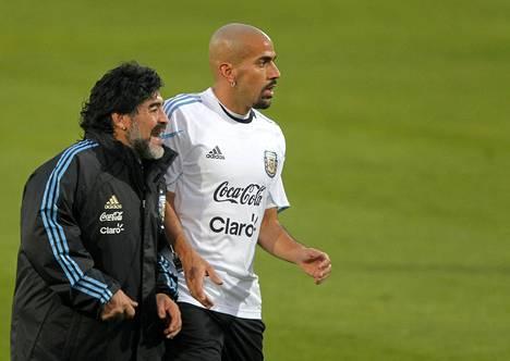 Diego Maradona ja Juan Sebastian Veron vuonna 2010.