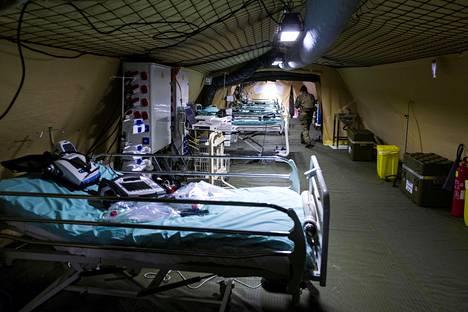 Ranskan armeijan kenttäsairaala koronaviruspotilaille Mulhousessa Ranskassa keskiviikkona.