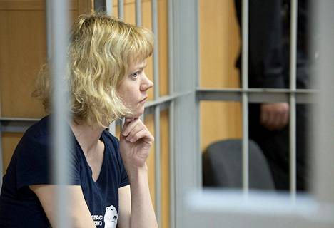 Greenpeacen suomalaisaktivisti Sini Saarela oli oikeuden kuultavana Murmanskissa syyskuun lopussa.