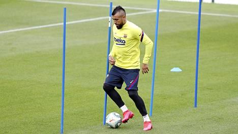 FC Barcelonan keskikenttäpelaaja Arturo Vidal harjoitteli 9. toukokuuta yksilöharjoituksissa seuran palattua harjoituksiin koronaviruspandemian aiheuttamien rajoitusten jälkeen.