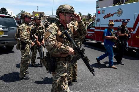 Turvallisuusviranomaiset saapuivat selvittämään ammuskelua ostoskeskuksessa El Pasossa.