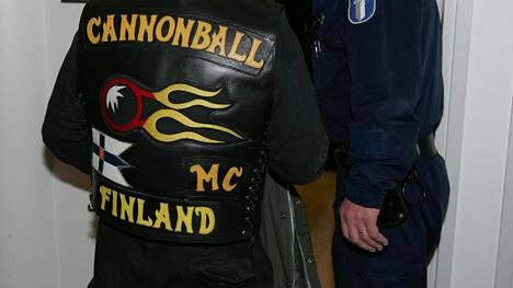 Motoristit koulukiusaamista vastaan -yhdistyksen tilaisuuksissa on poliisin tietojen mukaan ollut Cannonballin jäseniä jengiliivit päällä.