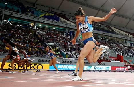 Nooralotta Neziri oli paras suomalainen pika-aituri Dohassa. Välieräaika oli 12.89.