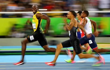 MAAILMAN NOPEIN MIES. Jamaikalainen pikajuoksija Usain Bolt hallitsi 2010-luvun arvokisoja huimilla juoksuillaan. Rion olympialaisissa elokuussa 2016 Boltilla oli vara vilkuilla sivuilleen.