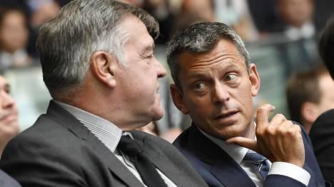 Sam Allardyce (vas.) ja Martin Glenn edustivat yhdessä vielä 21. syyskuuta järjestetyssä vuoden 2020 EM-kisojen esittelytilaisuudessa.