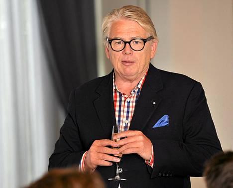 Lasse Lehtinen toimi Amer-Tupakan viestinnän ja yhteiskuntasuhteiden johtajana vuosina 1990-1993