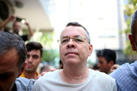 Andrew Brunson saatettiin vankilasta kotiarestiin heinäkuun lopulla Turkin Izmirissä.