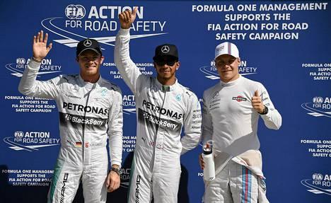 Mercedeksen Nico Rosberg ja Lewis Hamilton valloittivat jo kuudennen kerran tällä kaudella eturivin. Bottas oli aika-ajojen kolmas.