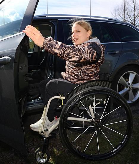 Amanda Kotaja kulkee harjoituksiin omalla autolla.
