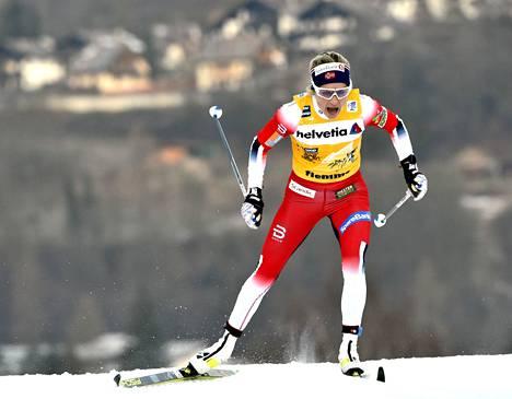 Therese Johaug kiipesi vahvasti Tourin loppunousua.