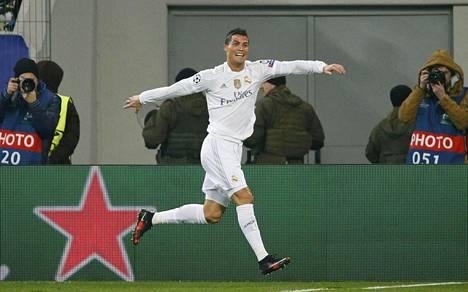 Real Madridin Cristiano Ronaldo voitti Kultaisen pallon viime vuonna.
