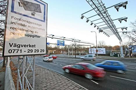 Tukholmassa on käytössä niin sanottu porttimalli eli tiemaksut perustuvat eri vyöhykkeisiin. Kuva on vuodelta 2005.