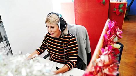 Parhaimpina päivinä Johanna Hopponen saattaa soittaa pari sataa puhelua.