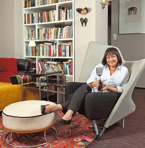Paolo Deganellon suunnittelema nojatuoli on Kaisa Blomstedtin oma pesä. Tuoli on saanut jo toisen päällisen.