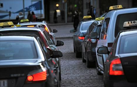 Taksia saavat pian ajaa myös yli 70-vuotiaat.