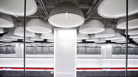 Metroasemien rakennuskustannukset ovat raportin mukaan ylittyneet 187 miljoonalla eurolla. Kuvassa Tapiolan asema.