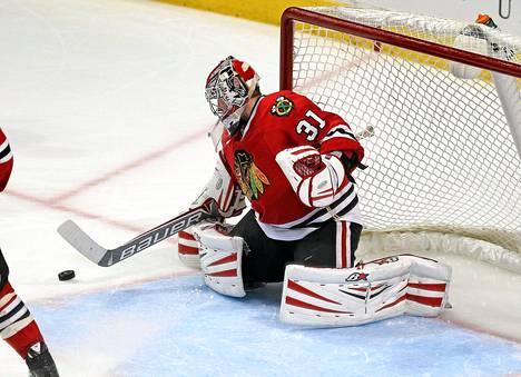 Maalivahti Antti Raannan edustama Chicago Blackhawks nappasi voiton Edmonton Oilersista.