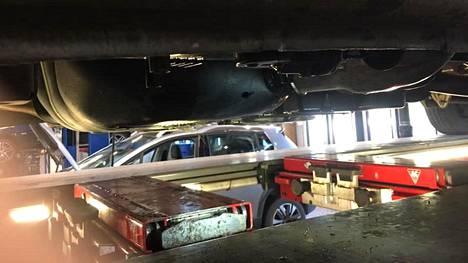 Pakettiauton kuljettaja koki ikävän yllätyksen aamulla töihin lähtiessä, kun joku oli yön aikana vienyt polttoainetta tankista.