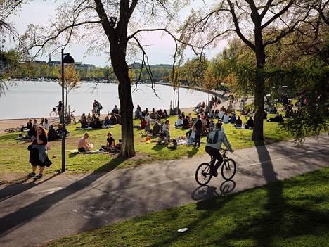 Tokoinranta Helsingissä täyttyi lauantaina ihmisistä.