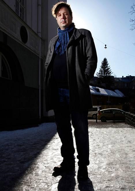 Kalle Haatanen on helsinkiläinen tietokirjailija ja toimittaja.
