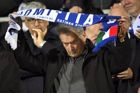 Presidentti Sauli Niinistö seurasi Ratinassa, kun Suomen miesten jalkapallomaajoukkue kohtasi Italian EM-karsinnassa sunnuntaina.