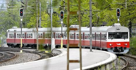 VR:n lähiliikenteen K-juna Helsingin rautatieasemalla.