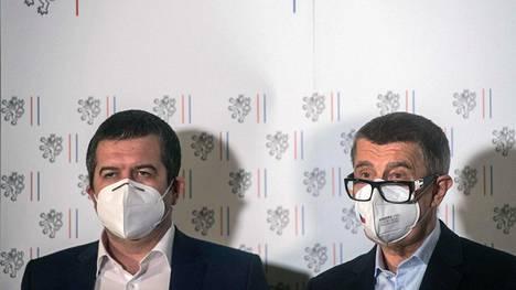 Tšekin pääministeri Andrej Babiš ja ulkoministeri Jan Hamáček kertoivat venäläisdiplomaattien karkotuksista tiedotustilaisuudessa Prahassa lauantaina.