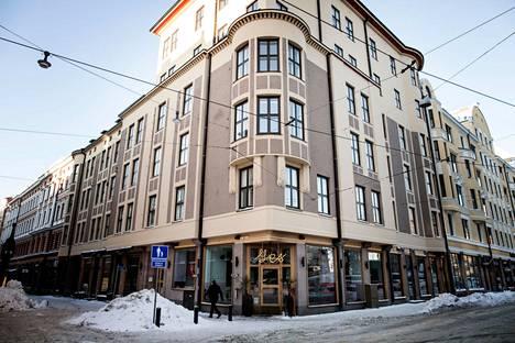 Isolla Roobertinkadulla sijaitsevassa taloyhtiössä vuokrattiin useita asuntoja lyhytaikaisille majoittujille.