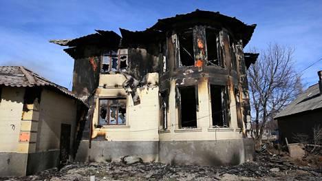 Mellakoissa paloi kymmeniä asuinrakennuksia.