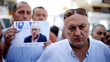 Tapetun kirjailijan Nahed Hattarin veli Majed Hattar sunnuntaina al-Fuheisissa lähellä Ammania.