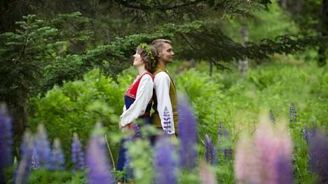 Isla ja Osma Naukkarisen mielestä myös juhliminen voi olla osa kestävää elämäntapaa.