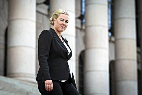 Valtiovarainministeri Jutta Urpilainen puolusti hallituksen tuoretta budjettia.