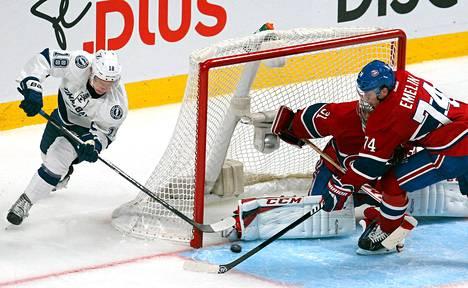 Tampa Bay Lightningin Ondrej Palat (vas.) yrittämässä maalintekoa Montreal Canadiensia vastaan.