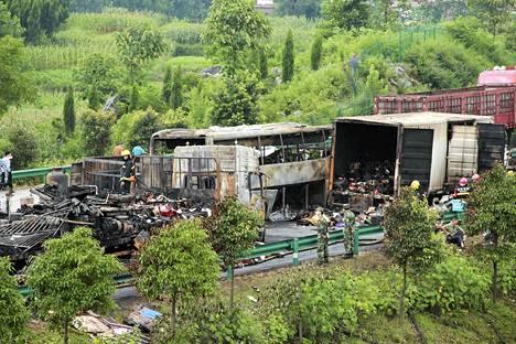 Ainakin 38 ihmistä kuoli liikenneonnettomuudessa Kiinassa lauantaiaamuna.
