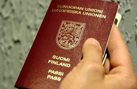 Turun Sanomien mukaan Suomen ulkorajoilla tuli viime vuonna ilmi 80 tapausta, joissa oli matkustettu epäselvillä matkustusasiakirjoilla