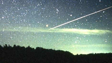 Meteori muuttuu meteoriitiksi, kun se päätyy maahan. Tämä tähdenlento kuvattiin Suomessa.