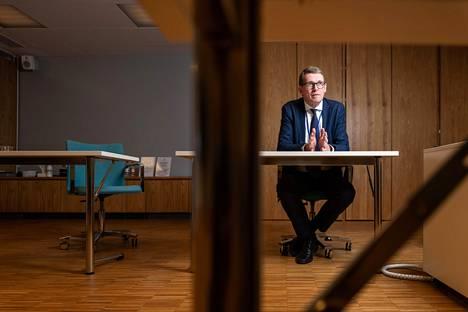 Valtiovarainministeri Matti Vanhanen on huolissaan siitä, saadaanko EU:n elpymispaketin rahat riittävän aikaisin liikkeelle.