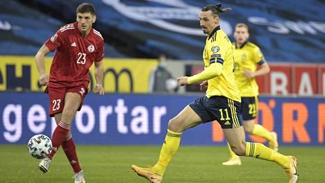 Ruotsin maajoukkueeseen maaliskuun lopussa palannutta Zlatan Ibrahimovićia uhkaavat jättisakot ja pitkä kilpailukielto, koska hänen yrityksensä on maltalaisen vedonlyöntiyhtiön osaomistaja.