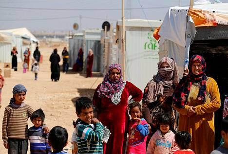 Kotikaupunkeihinsa palanneiden pakolaisten lisäksi Syyriassa on edelleen 6,3 miljoonaa maansisäistä pakolaista. Naapurimaissa syyrialaisia on yli viisi miljoonaa. Syyrialaisia pakolaisia pakolaisleirillä Jordaniassa maaliskuussa.