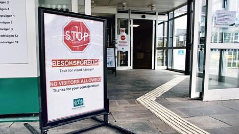 Danderydin sairaala on yksi suurimmista koronapotilaita hoitaneista sairaaloista Ruotsissa. Sairaalassa on ollut epidemian ajan vierailukielto.