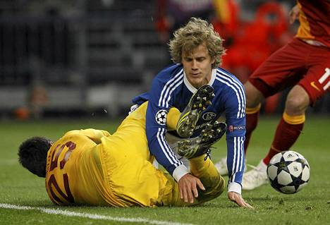 Teemu Pukki törmäsi Galatasarayn maalivahdin Fernando Musleran kanssa tiistaina Mestarien liigassa.